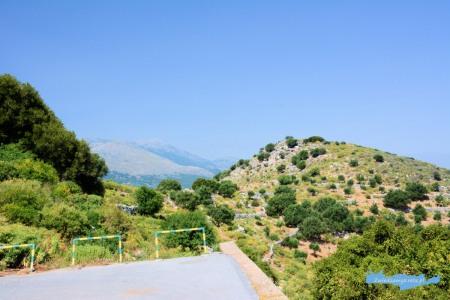 Widok z parkingu przy DrirosKreta